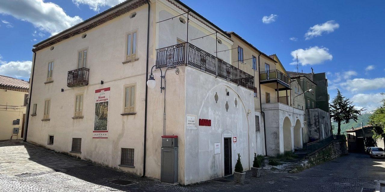 https://www.cuorebasilicata.it/wp-content/uploads/2019/01/Fotogallery-06-MAM-Palazzo-Aiello-1786-IMG_9257-1280x640.jpeg