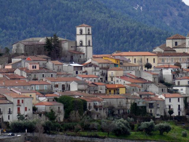 https://www.cuorebasilicata.it/wp-content/uploads/2019/01/marsico-nuovo-int-640x480.jpg