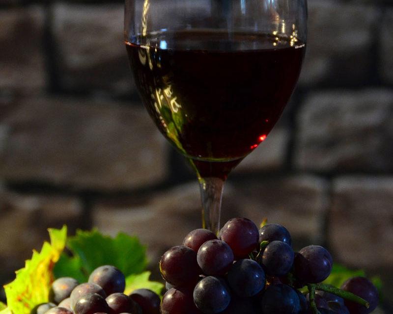 https://www.cuorebasilicata.it/wp-content/uploads/2019/02/vino-800x640.jpg