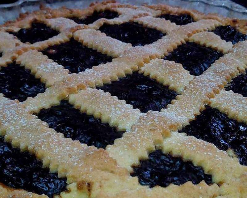 http://www.cuorebasilicata.it/wp-content/uploads/2020/01/crostata-al-sanguinaccio-800x640.jpg