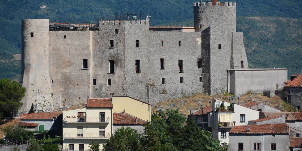 https://www.cuorebasilicata.it/wp-content/uploads/2021/06/castello-di-moliterno-1280x640.jpeg